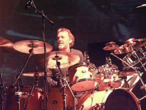 Barriemore Barlow (drums)